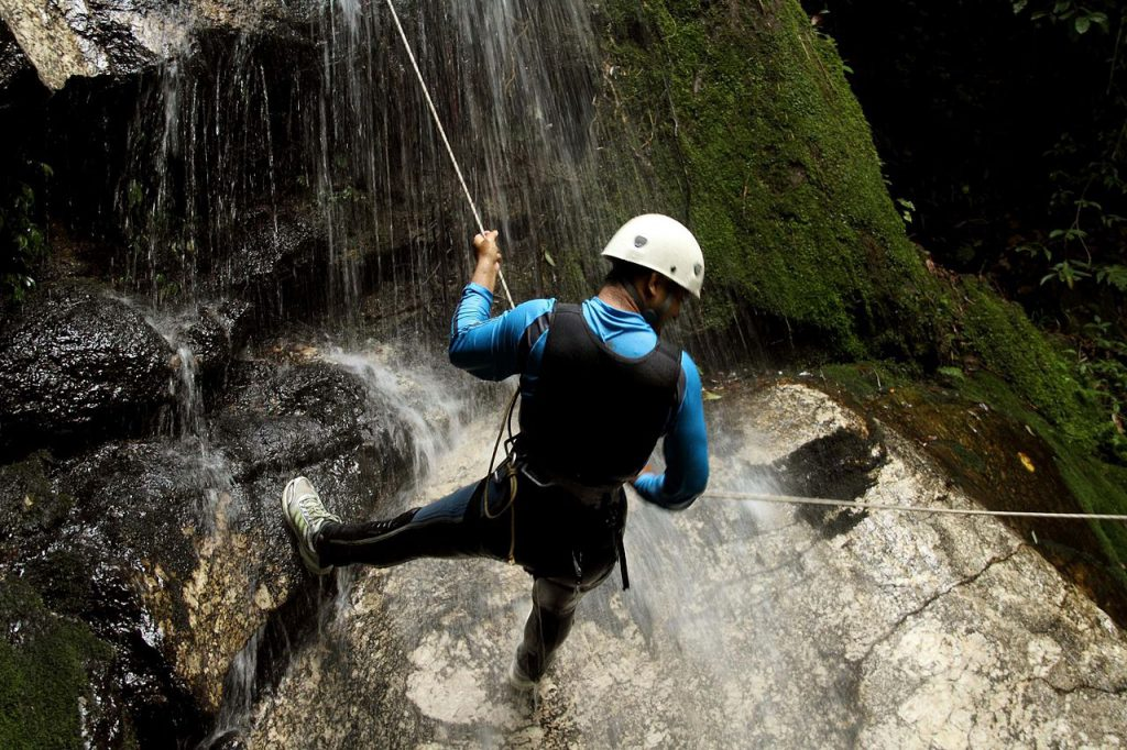 1280px-Canyoning_NP
