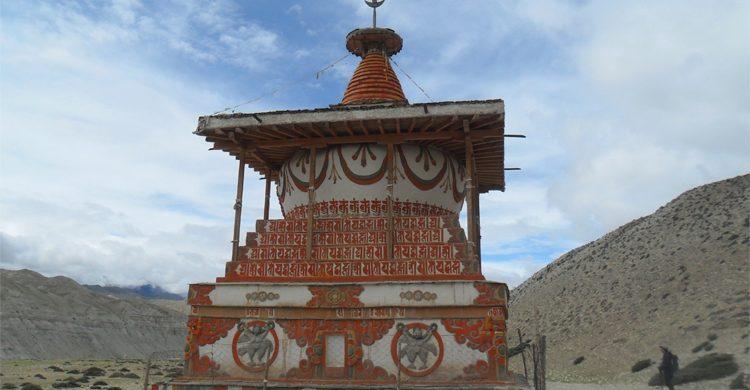 stupa-in-upper-mustang-trek-mvw43mgy1sxnfvriopf79zaz5dfgw7pfel2ud2cwqk